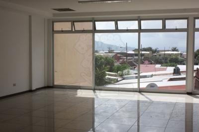 1245-Edificio comercial con estratégica ubicación en La Sabana para alquiler o venta