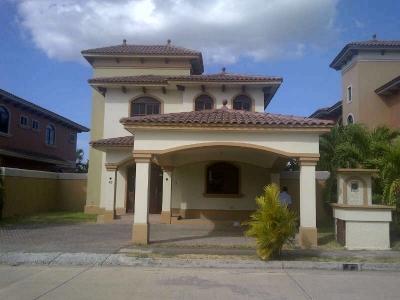 A la Venta hermosa casa en Costa Sur. Precio inigualable!