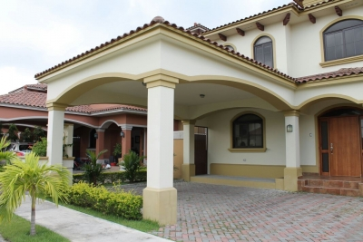 Casa por residencial El Doral,Costa Sur