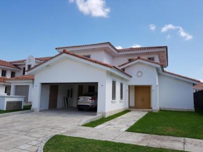 Vendo Casa Espectacular en Fairway States, Santa María 18-586**GG**