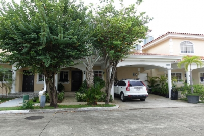 18-3215 AF Hermosa casa para alquilar en Costa del Este