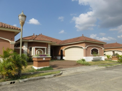 18-8504 AF En Costa Sur se alquila grandiosa casa