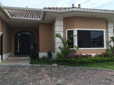 18-3310 AF Costa Sur linda casa para alquilar