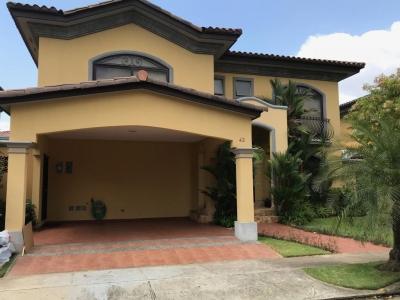 18-1820 AF Cómoda casa en alquiler en Costa del Este