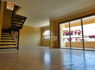 Penthouse con 4 habitaciones 3 parqueos, zona tranquila