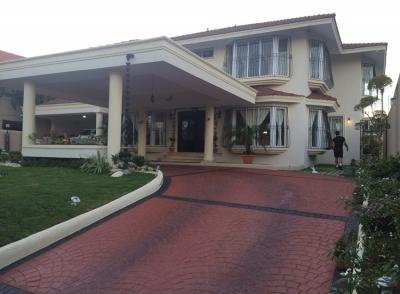 Espectacular Residencia en Alameda.