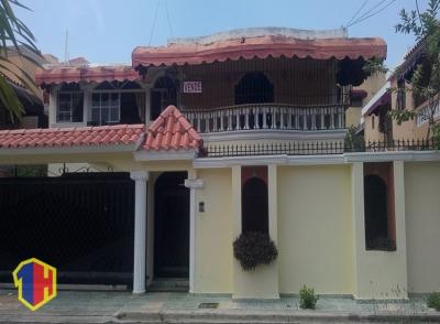 Exclusiva Casa con Piscina y excelente ubicacion