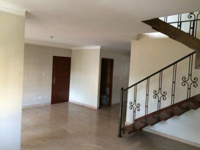 Vendo Penthouse en Herrera de dos niveles condominio Santo Domingo