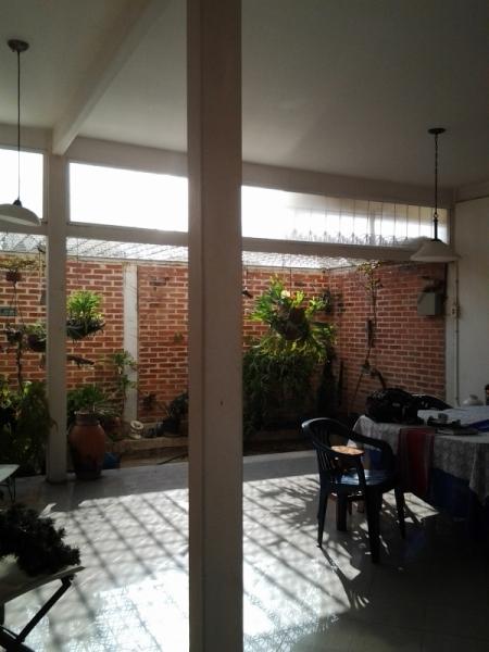 TERRENO CON CASA DE DOS NIVELES Y PROYECTOS DE TOWN HOUSE