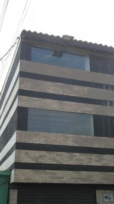 Vendo Edificio diseñado  para 20 consultorios y una farmacia