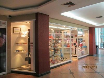 Local comercial en el centro comercial Puente Real