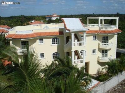 Villa 3 Niveles  /  1750M2/ Juan dolio