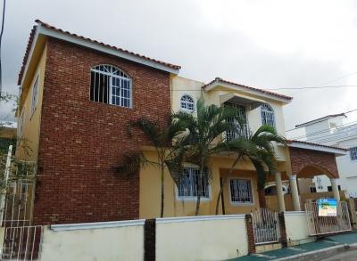 Casa con piscina mas un apartamento amueblado