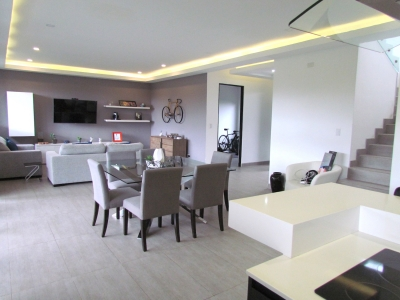 Casa en Cariari / Contemporánea, Finos Acabados, Jardín #9808
