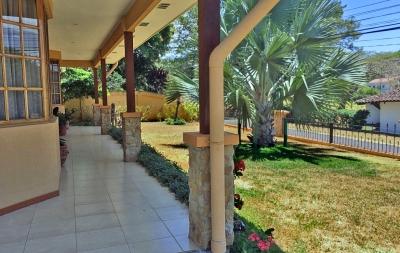 Hacienda Los Reyes Golf y Country Club, Venta de Casa con 4 Habitaciones