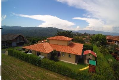Venta Casa Estilo Español, en Hacienda Los Reyes Golf. ID6888