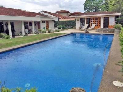 Casa con Piscina, Casa para Huespedes, Los Reyes Golf y Country Club