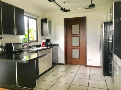 Casa en Venta en condominio Guacima, Alajuela