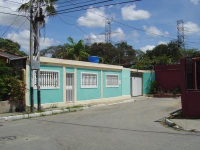 Acogedora y amplia casa en venta,  Urbanizacion Valle Hondo,  Cabudare,  Barquisimeto