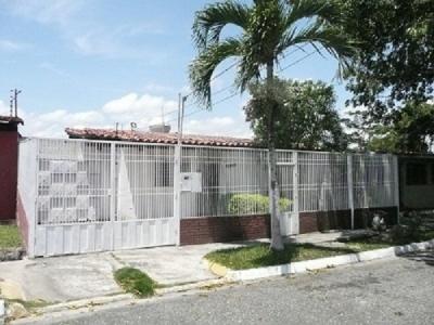 Amplia casa en la Urbanización La Morenera, conjunto cerrado, Cabudare, Estado Lara