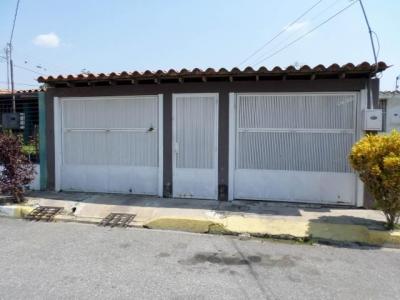 Amplia Casa ubicada en El Trigal Cabudare