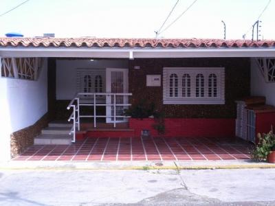 Comoda y linda casa ubicada en uno de los urbanismos mas frescos de Cabudare