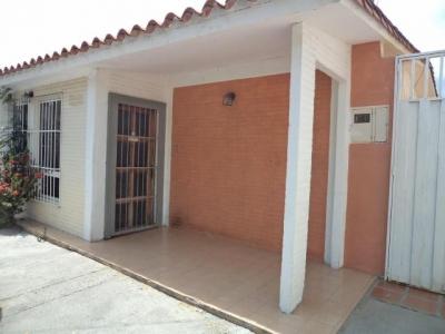 Hermosa y amplia casa en cabudare, conjunto cerrado estructura de concreto armado