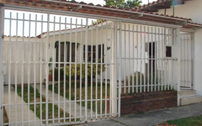 Casa amplia en Urbanización Chucho Briceño II Etapa, en esquina