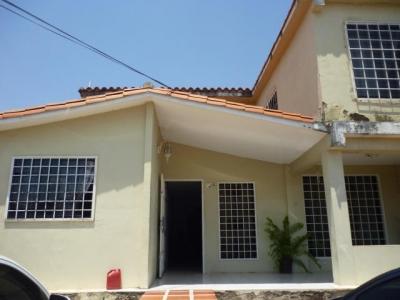Hermosa Casa de 5 Habitaciones 2 baños 2 Plantas