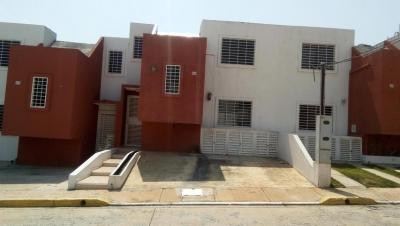 Hermosa casa de dos plantas ubicada en un exclusivo conjunto residencial de la ciudad de Cabudare