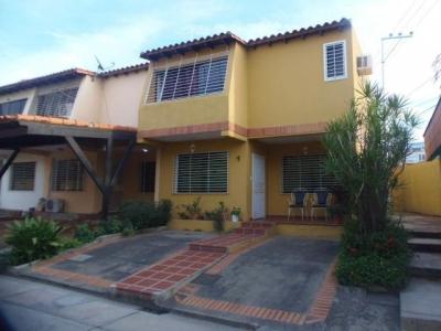 Hermosa y cómoda Casa Quinta ubicada en exclusiva zona de Cabudare