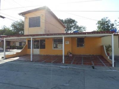 Bella y Cómoda Casa ubicada en Conjunto Residencial Privado de la Piedad Norte Cabudare