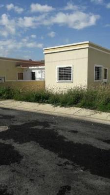 Cómoda casa ubicada en conjunto nuevo cerrado con vigilancia