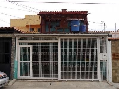Cómoda casa ampliada de 2 niveles en conjunto privado de Cabudare