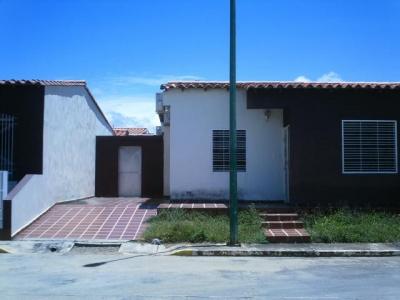 Linda Casa en urbanismo privado, en zona tranquila de Cabudare