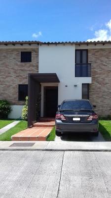 Acogedor Town House en Urb. Villa Los Apamates