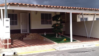 RE/MAX STAR VENDE - URBANISMO PRIVADO