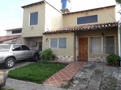 Armoniosa Casa con excelente distribución de espacios, a precio de oportunidad!!!