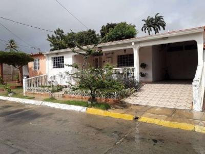 HERMOSA CASA EN URB. ARAGUANEY - CABUDARE