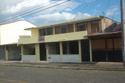 AMPLIA CASA CENTRICA Y RENTERA EN MACAS