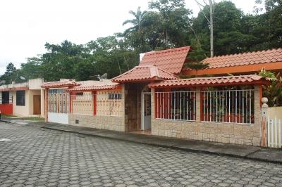 CASA CON EXCELENTES TERMINADOS EN URBANIZACION PRIVADA