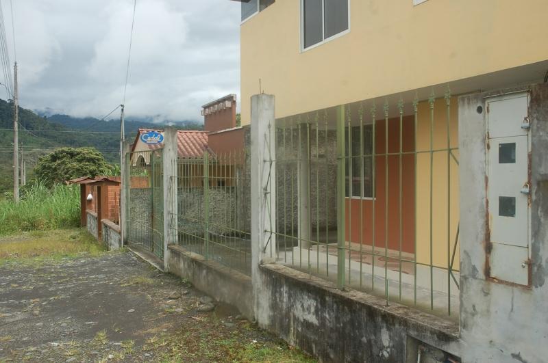 CASA DE DOS DEPARTAMENTOS EN MACAS