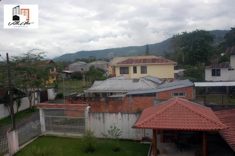 CASA AMPLIA EN MACAS