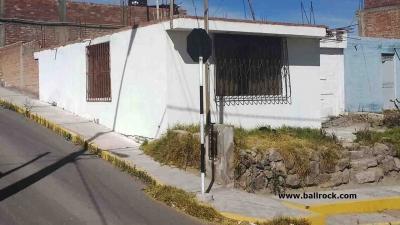 Casa en esquina, urb. Dean Valdivia, Alto Cayma, Arequipa