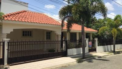 Casa - Venta, MOCA / RD$7,200,000°° / 435m2