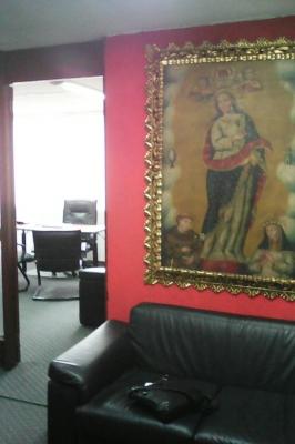 Oficina / Departamento / Consultorio en sector comercial Quito