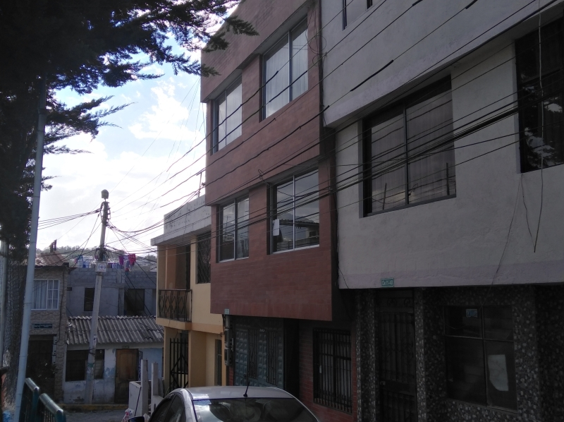 CASA RENTERA 3 DPTOS. NORTE QUITO, CARAPUNGO, SECTOR ESTADIO LIGA BARRIAL