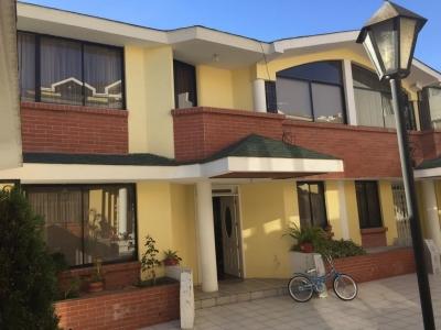 Vendo hermosa casa de dos plantas en Balcón del Norte