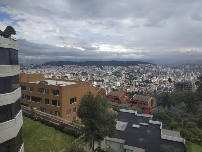 VENDIDO PRECIO MEJORADO VENDO RENOVADO DEPARTAMENTO EN COLINAS DEL PICHINCHA NORTE DE QUITO
