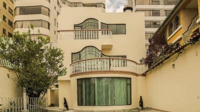 Magnifica ubicación, casa amplia Quito Tenis 1 cda Prensa
